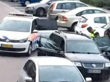 Vuurwapens en taser gevonden bij autocontrole in Almelo