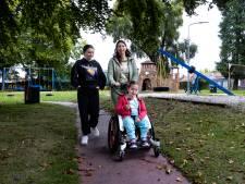 Rosa (8) uit Geldrop zit in een rolstoel en heeft niks aan de speeltuin, maar dat gaat veranderen
