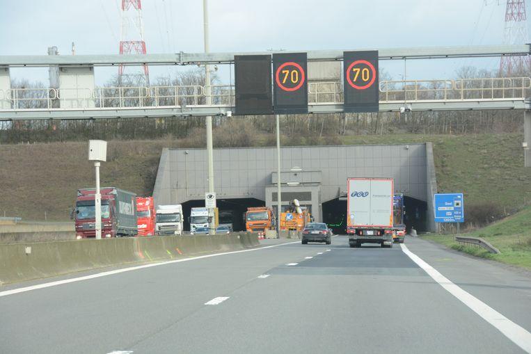 Aan de ingang van de Beverentunnel werd een flitspaal geplaatst waarmee men chauffeurs kan verbaliseren die over het linkerrijvak rijden als dit is afgesloten bij tunneldosering.
