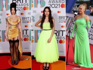 Dresscode fluo? Dit zijn de meest opvallende outfits op de rode loper van de Brit Awards