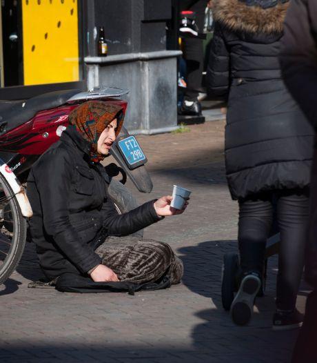 Gemeenteraadslid Overink wil verbod op bedelen in Enschede: 'Gaat me om de bendes die hier achter zitten'