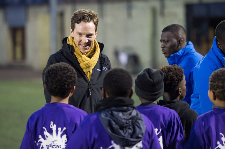 Benedict Cumberbatch bezoekt het 'Active Communities Network Programme'.