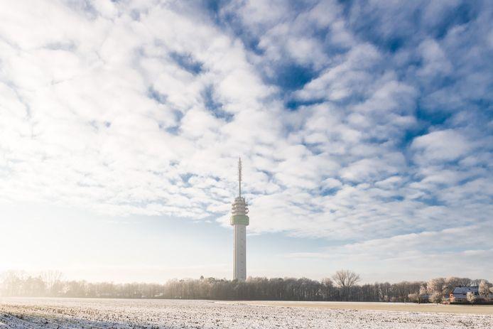 MARKELO - Bewoners van Markelosebroek hebben zicht op de 148 meter hoge tv-toren en willen niet dat daar ook nog eens windmolens van hoger dan 200 meter bij komen.