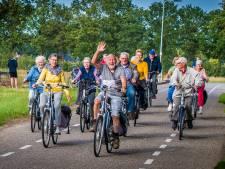 Waarom toch altijd dat chagrijn op de gezichten van echtparen op hun tweewieler? Ga toch fietsen!