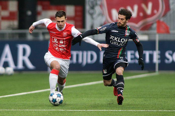 MVV Maastricht - NEC. Rico Zeegers (links, MVV Maastricht) en NEC speler Jordy Bruijn.