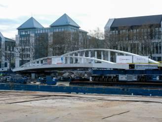 Eerste Brusselse brug voor duurzame vervoersmiddelen komt dichterbij: centrale brugdek over kanaal geplaatst