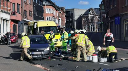 Bromfietser gekneld onder auto na frontale aanrijding in Kessel-Lo