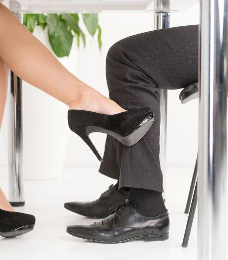 Een op de vijf Nederlanders heeft weleens met een collega geflikflooid