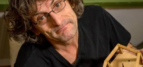 Roland deelt al 20 jaar lief en leed met een frikandel: 'Beestjes laten hem nu links liggen'