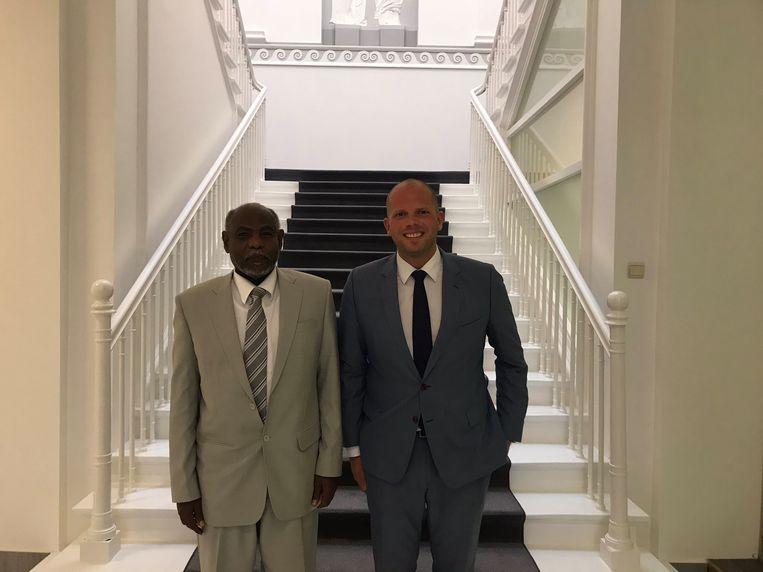 Mutrif Siddiq, de Sudanese ambassadeur in ons land, en staatssecretaris Theo Francken sloten een akkoord over de opsporing van Sudanese migranten.  Beeld rv