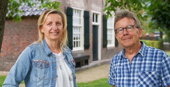 Teresa Nowacka en Hans van Sleuwen bij de Meierijsche Museumboerderij waar de Open Monumentendag in het teken staat van een ontmoeting tussen Nederlanders en Polen.