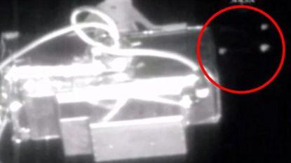 NASA onderbreekt plots live-beelden vanuit ISS op moment dat 'ufo's' voorbijvliegen