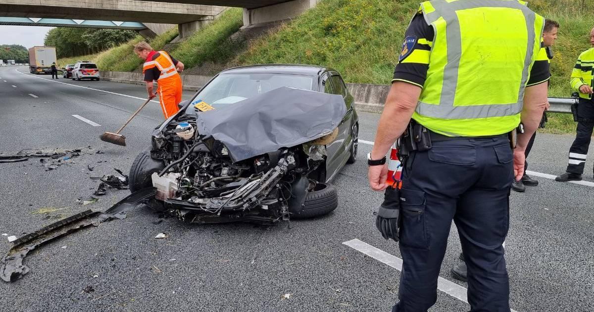 Persoon gewond na ongeval op A1: weg naar Oldenzaal weer vrijgegeven.