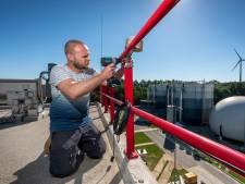 Elektronische neuzen bij rioolwaterzuivering doen hun werk, maar de 'bloemkoolspruitjeslucht' blijft nog wel even