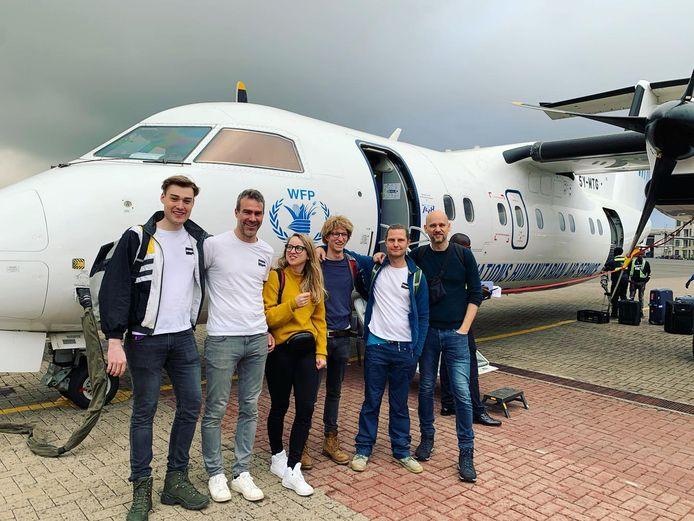 Benjamin Denef (tweede van links) met het Maggieteam in Kenia.
