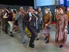 The New Voices wagen zich aan tapdansen in het Musiater