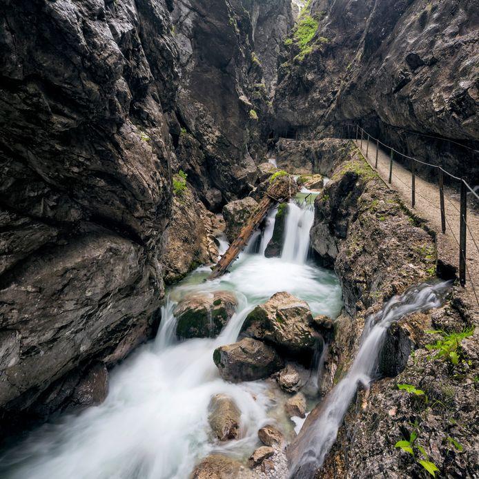 Удивительное ущелье, полное водопадов и отвесных скальных стен