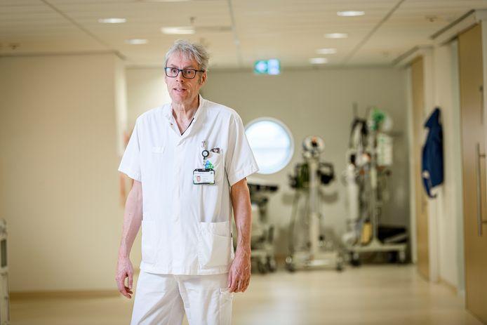 """Wim Addink is verpleegkundige op de ic. """"Ik een held? Mijn dochter werkt bij de Jumbo, die is een grotere held."""""""