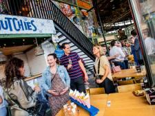 Makkelijk verdwalen in Gourmet Market, de kleine culinaire wereldstad die naast station Tilburg is opgedoken