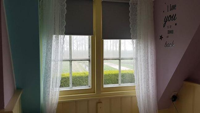 La fenêtre arrière de la maison