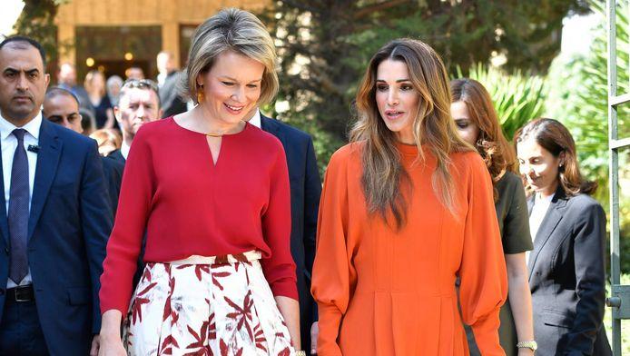 Koningin Mathilde en koningin Rania.