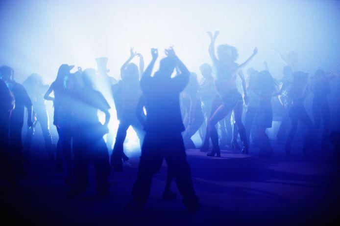 De disco's gingen in het weekend van 26 juni weer open. Direct ging het mis.