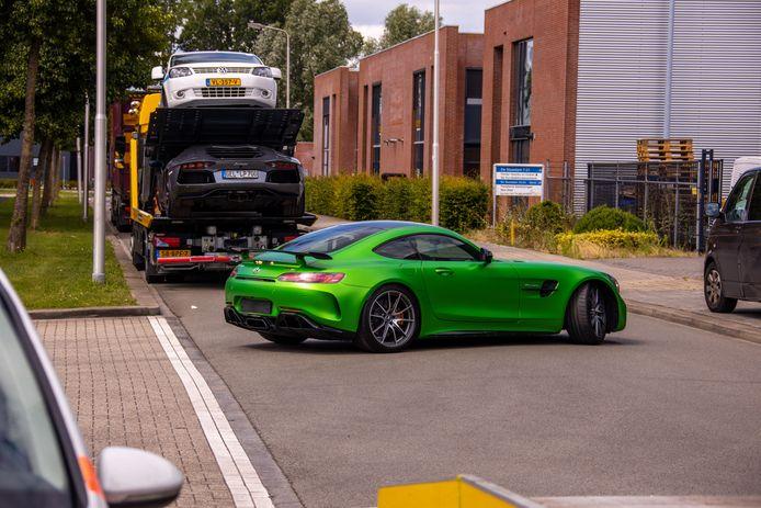 Een Lamborghini, meerdere Mercedes-sportwagens, trucks en een mini-truck werden in beslag genomen bij de grootscheepse inval bij transportbedrijf K.  in Amersfoort.