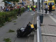 Motorrijder rijdt voetganger aan, hulpverleners reanimeren