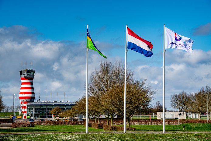 Opnieuw dreigt uitstel voor Lelystad Airport. Ditmaal gooit de uitstoot van stikstof roet in het eten.