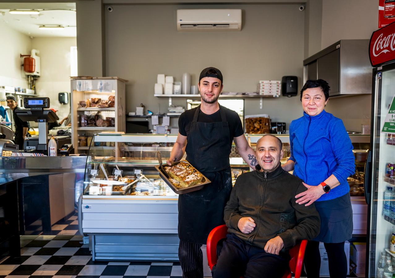 Da Giuseppe met (v.l.n.r.) chef Salvatore Rapisarda en de eigenaren Giuseppe en Patrizia Cosentino. Dat Giuseppe voorlopig zelf niet in de keuken staat,  verandert niets aan de  smaak en kwaliteit, zegt zijn vrouw Patrizia.