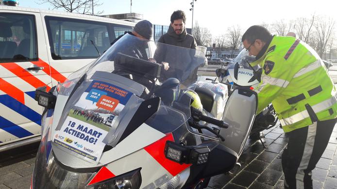 Politiecolonne naar Den Haag.