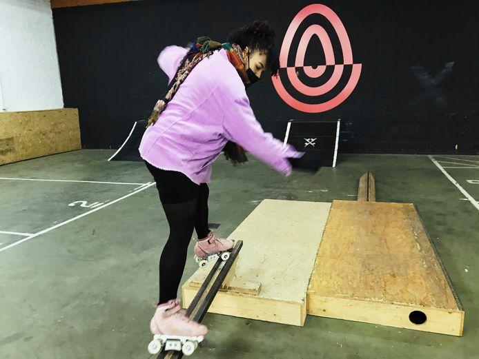 Mary-Isabelle Laroche in haar gloednieuw indoor rollerskatepark.