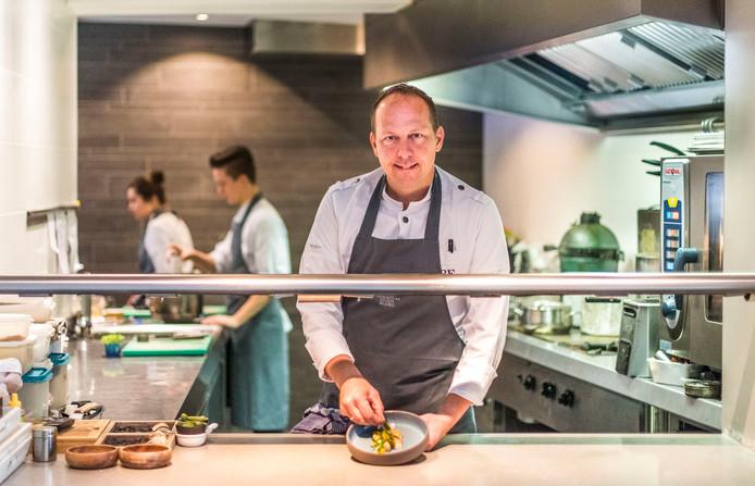 Chef en eigenaar Erik Bochove van 't Vlasbloemeken in Koewacht.