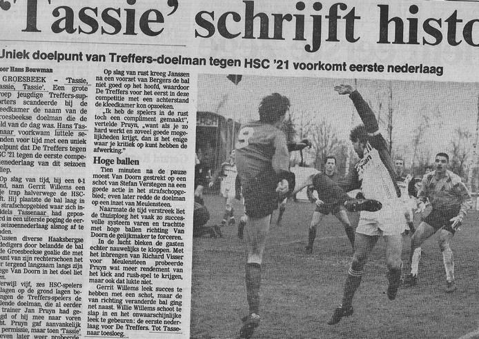 Het krantenknipsel uit 1990, dat Hans Tassenaar heeft bewaard na zijn doelpunt voor De Treffers.