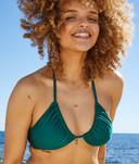 Le modèle PHOEBE d'Etam existe en quatre coloris: vert, lilas, jaune et anis. Le haut coûte 27,99 euros.