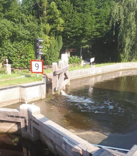Water overpompen bij Woerdense Verlaat