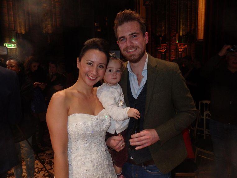 Danique Bauer (Whatiwouldbuy), haar man Giel van der Laan (GILL) en dochter Fender. De jurk kan weg, de man mag blijven Beeld Schuim