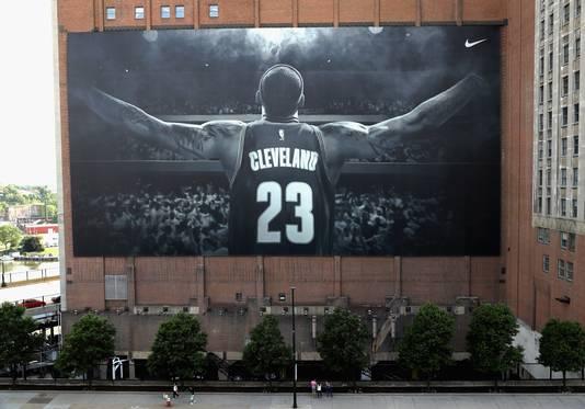 Cleveland bedankte LeBron James na zijn vertrek met een megaspandoek.