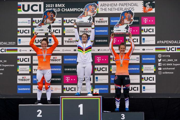 Bethany Shriever kroonde zich bij de vrouwen tot wereldkampioen.