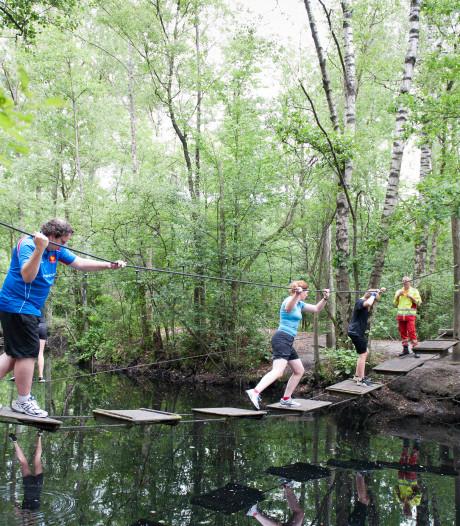 Tarzan en Jane gaan met hun kids door de modder en drek in Heino