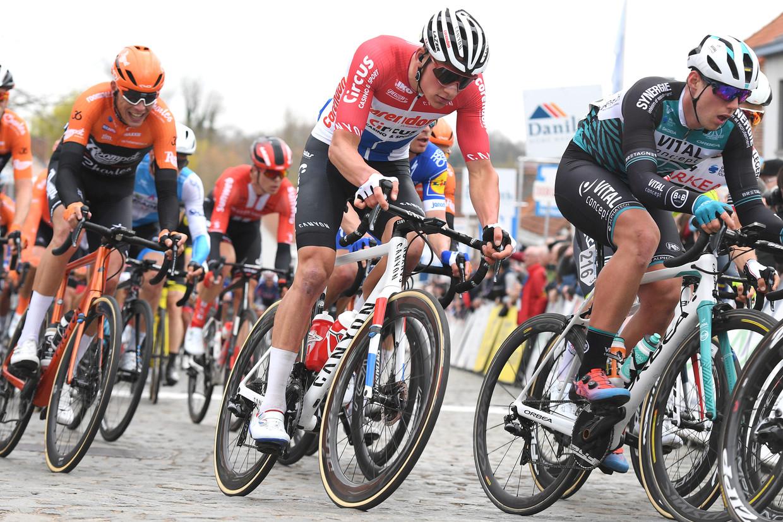 Mathieu van der Poel in zijn Nederlandse kampioenstrui in actie in Nokere Koerse in maart van dit jaar. Beeld BELGA