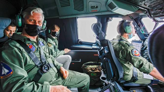 Koning Filip en zoon Gabriël (17) genieten van vlucht met nieuw A400M-legertoestel