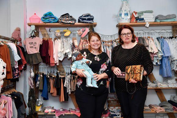 Nicky Malfliet (links) biedt in haar pop-up van With Baby Love de komende drie maanden allerlei leuke babyspullen aan.