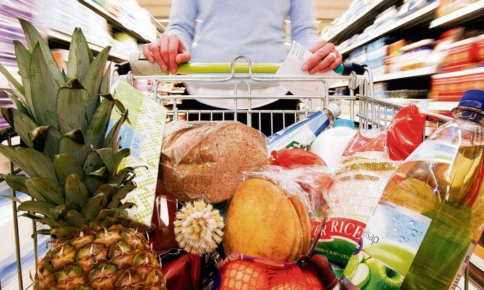 De vrouw achter drie Rotterdamse supermarkten is opgepakt op verdenking van onder meer witwassen.
