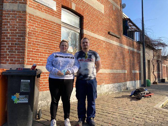 Jorn en Rossanna van café Liberty mogen voor de derde keer de schade opmeten die een snelheidsduivel aangebracht heeft.