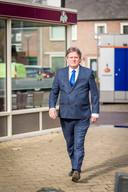 Jur Verbeek is een van de vier 'ketenmariniers', speciaal aangesteld voor de aanpak van de kleine groep asielzoekers die voor de meeste overlast en onveiligheid zorgt.