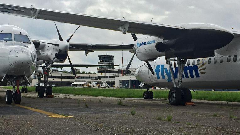 Fokkers 50 van VLM aan de ketting op vliegveld Deurne bij Antwerpen Beeld belga