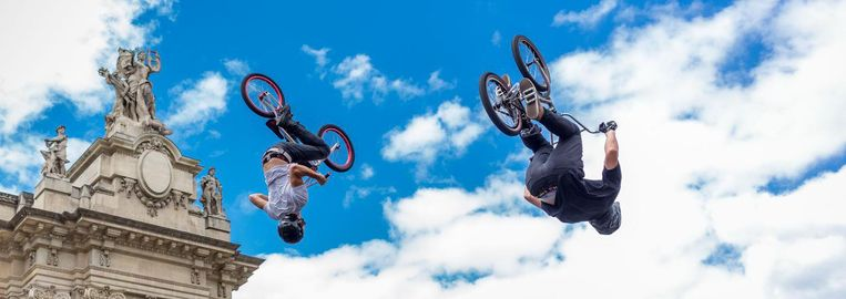 BMX freestyle park, waarbij de fietsers stunten op een daarvoor aangelegde baan, gaf vrijdag een demonstratie in Parijs ter promotie van olympische ambities van de stad voor 2024 Beeld Getty Images