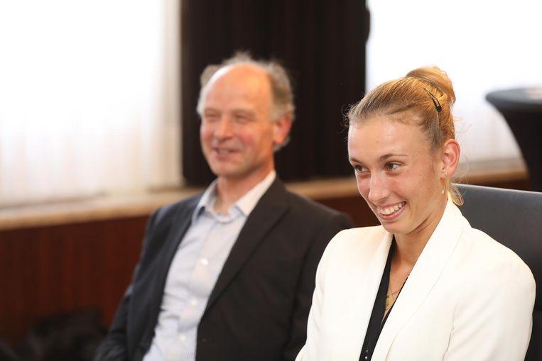 Elise Mertens werd op het stadhuis in de bloemetjes gezet na haar eerste grandslamtitel.