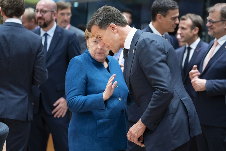 Volgens premier Rutte is voor Angela Merkel elk probleem dat zich aandient 'schwer, schwer, schwierig, schwierig'.   Beeld Getty